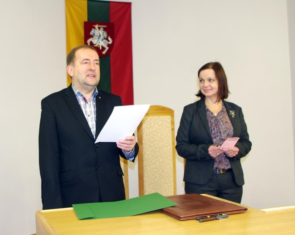 Šilutės r. savivaldybės meras Šarūnas Laužikas pasveikino pirmąją šiemet santuoką įregistravusią porą.